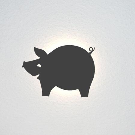 Ein lachendes, rundes Schweinchen.