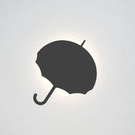 Aufgeklappter Regenschirm.