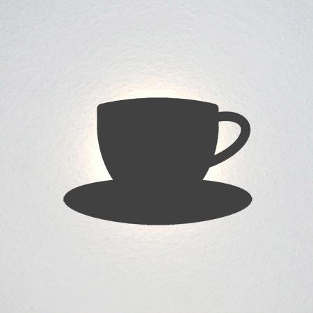 Kleine Tasse auf Untertasse.